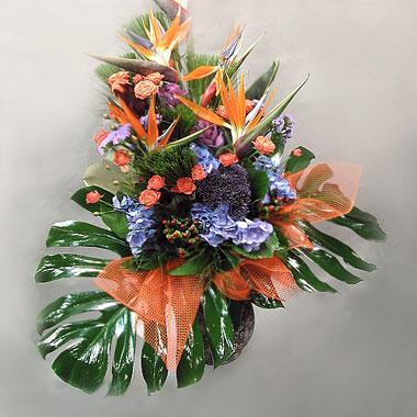 декоративное цветоводство - экибана цветы синие и оранжевые