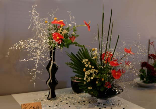 декоративное цветоводство - экибана цветы красные и желтые