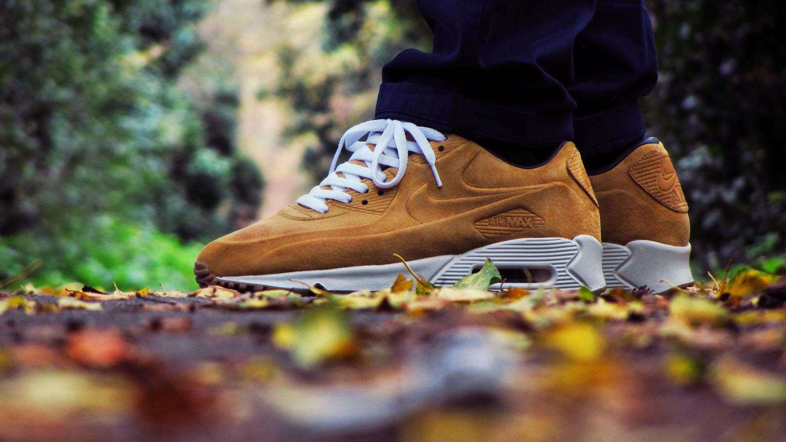 Кроссовки или ботинки что лучше на зиму